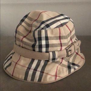 Burberry bucket Hat SizeM
